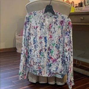 H&M white floral jacket! ❤️❤️